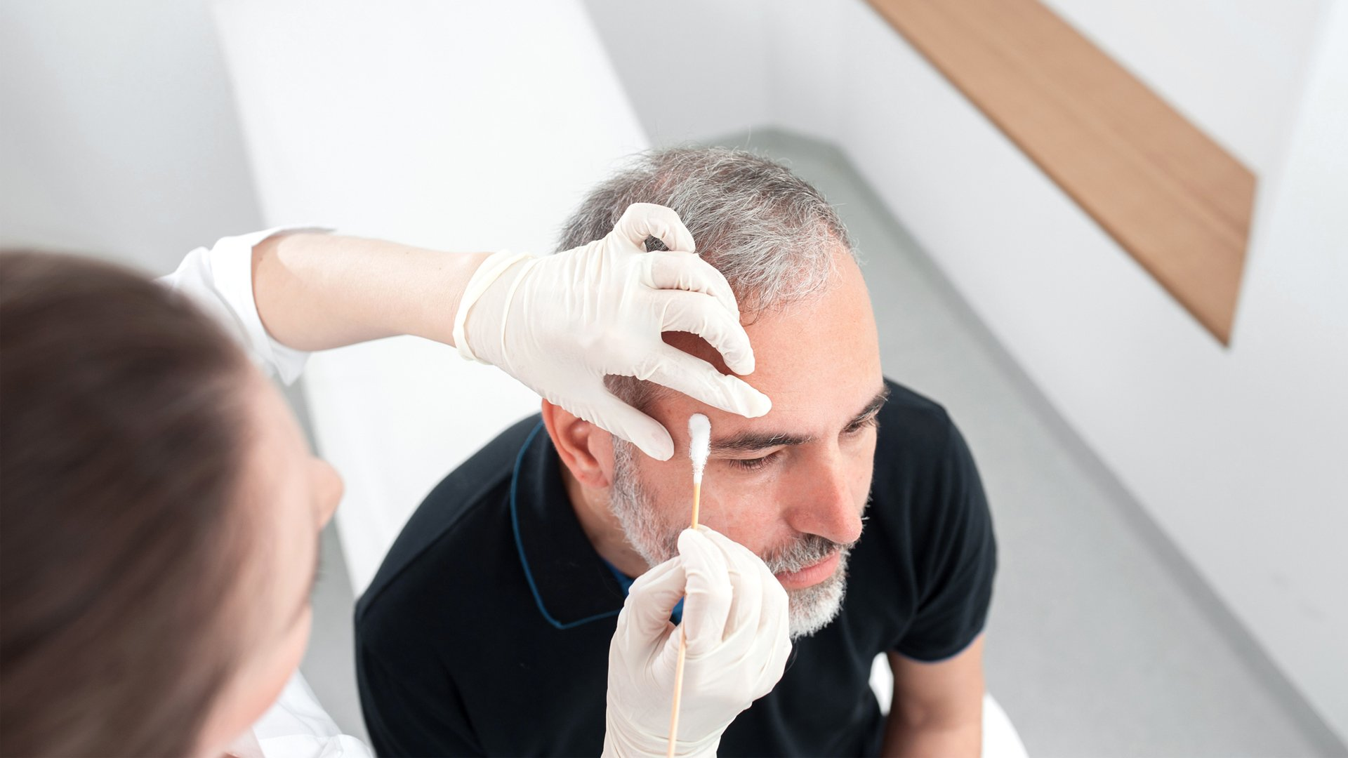 Non-Invasive Skin Swab Samples Are Enough to Quickly Detect COVID-19, a New Study Finds