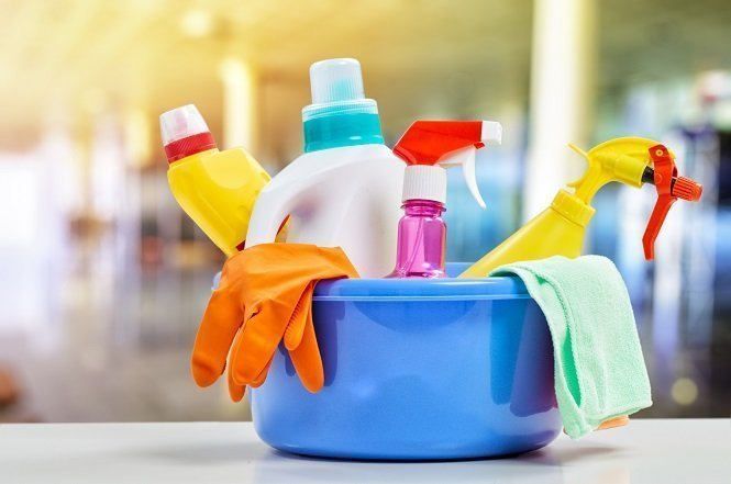 DIY Cleaning Products: Cost-Effective All-Natural Guide